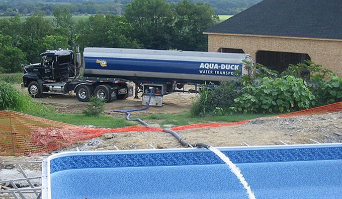 Pool bulk water aqua duck water transport for Duck repellent for swimming pools